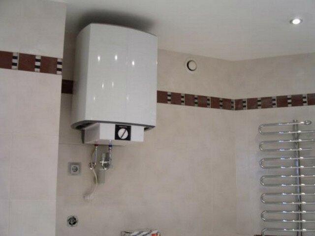 Электрический бойлер в ванной - фото от нашего читателя