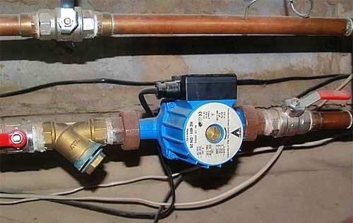Установленный в систему отопления циркуляционный насос