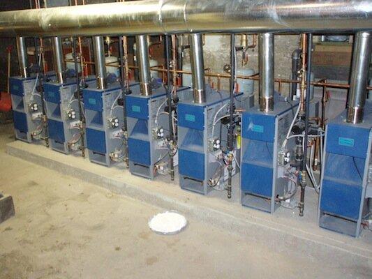 Котлы для отопления промышленных помещений часто собирают в единую систему