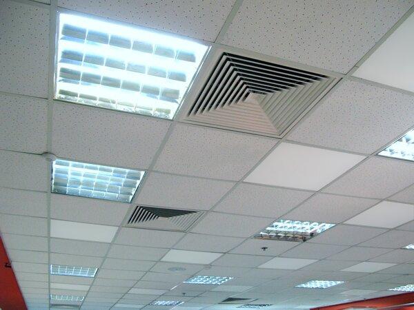 Потолочные ИК-панели часто используют в офисах и торговых помещениях